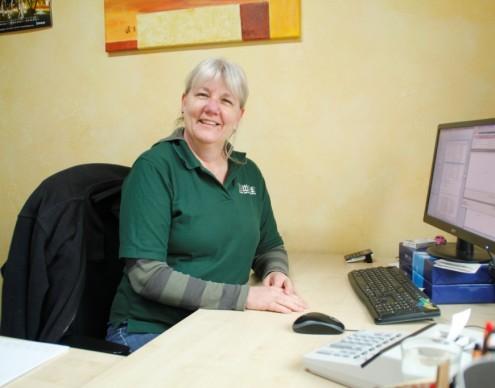 Beatrix Kaidel, Bürokauffrau